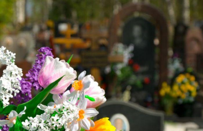 Aranjamente florale pentru inmormantare: Care este semnificatia lor?