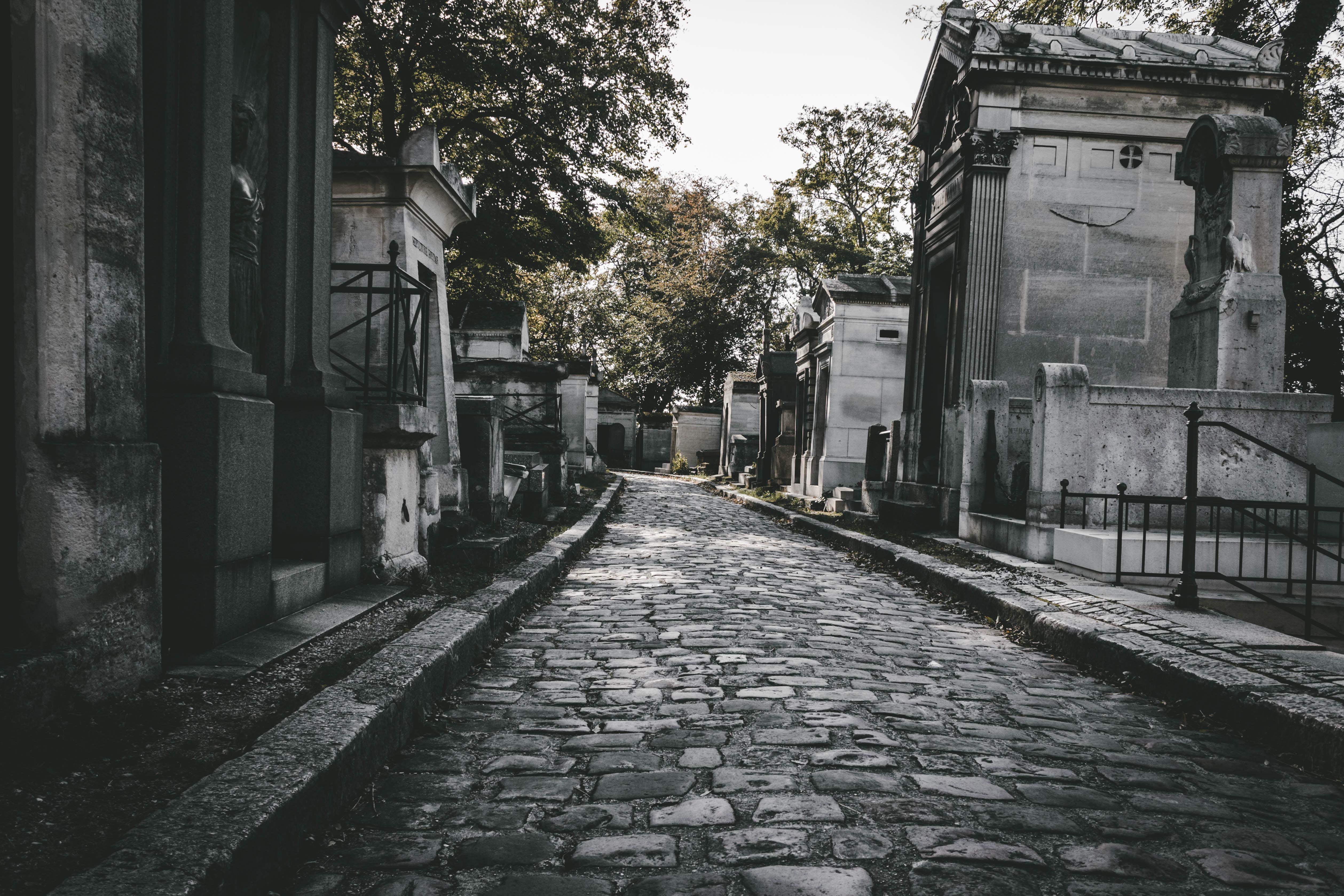 Care sunt lucrurile de care trebuie sa tinem cont cand alegem un monument funerar?