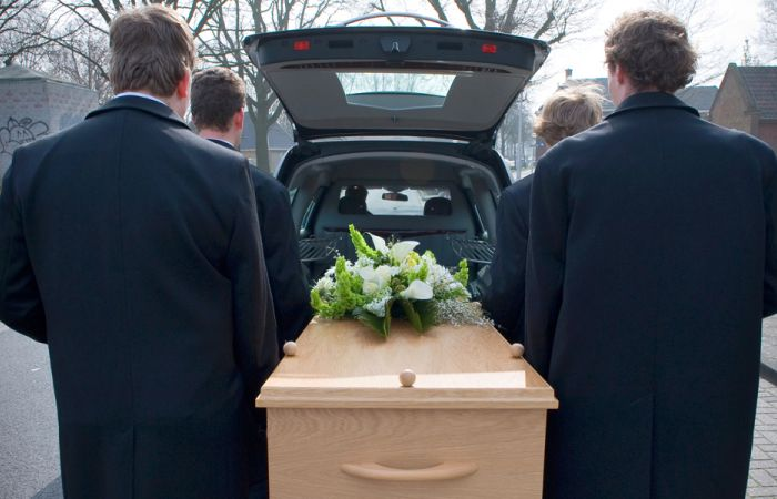 Cu ce ne imbracam pentru inmormantare