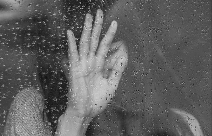 Ziua cea mai mohorata a sosit: de ce ploua in timpul inmormantarii?