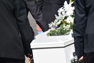 Cum trebuie sa ne comportam atunci cand luam parte la o inmormantare?